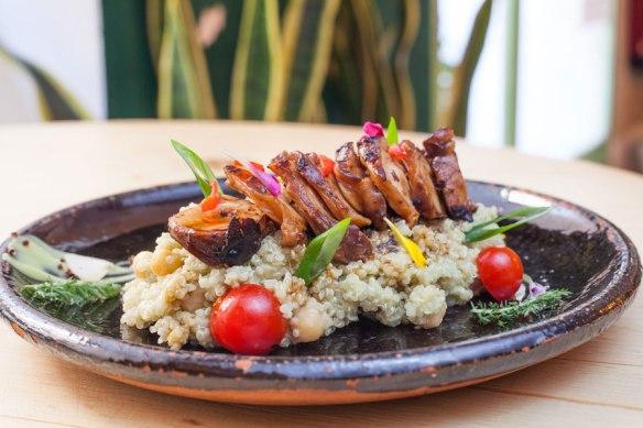 ensalada-quinoa-pulpo-restaurante-navaja